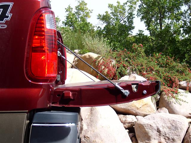 2013-ford-super-duty-stock-open-tailgate-position.jpg